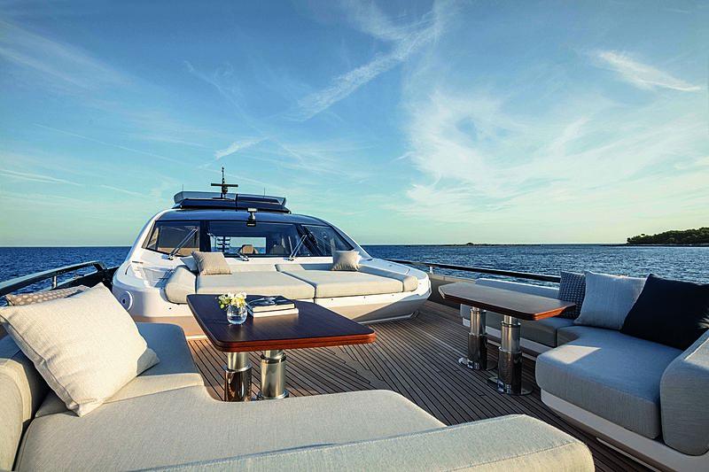 Azimut Grande S10 top deck