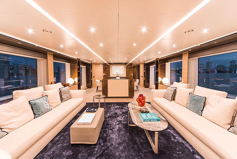 Perla yacht saloon