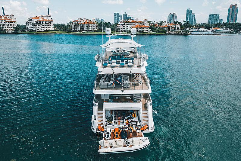 Perla yacht stern