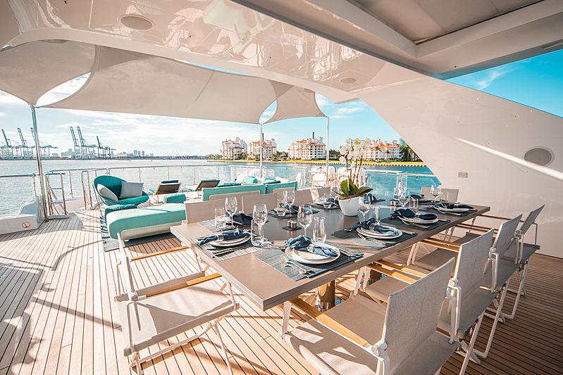 Perla yacht sundeck