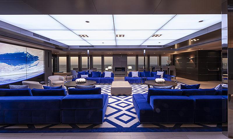 Bold yacht saloon