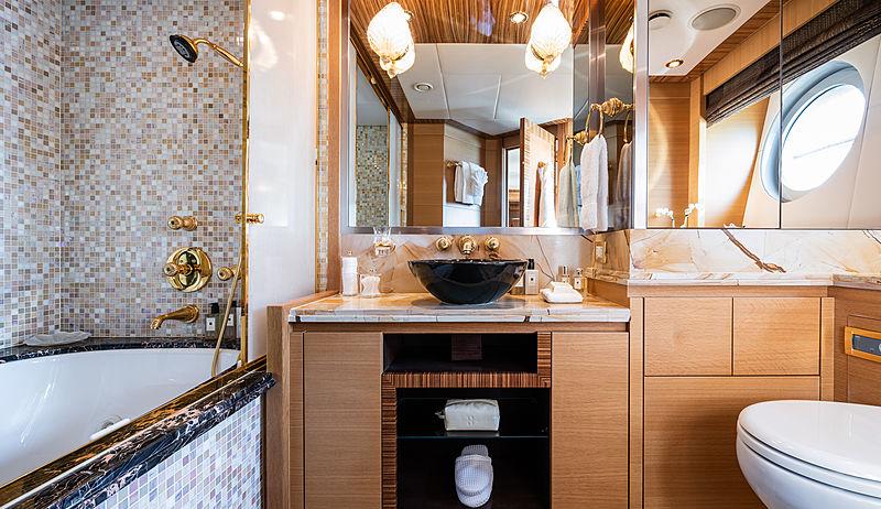 Hokulani yacht bathroom