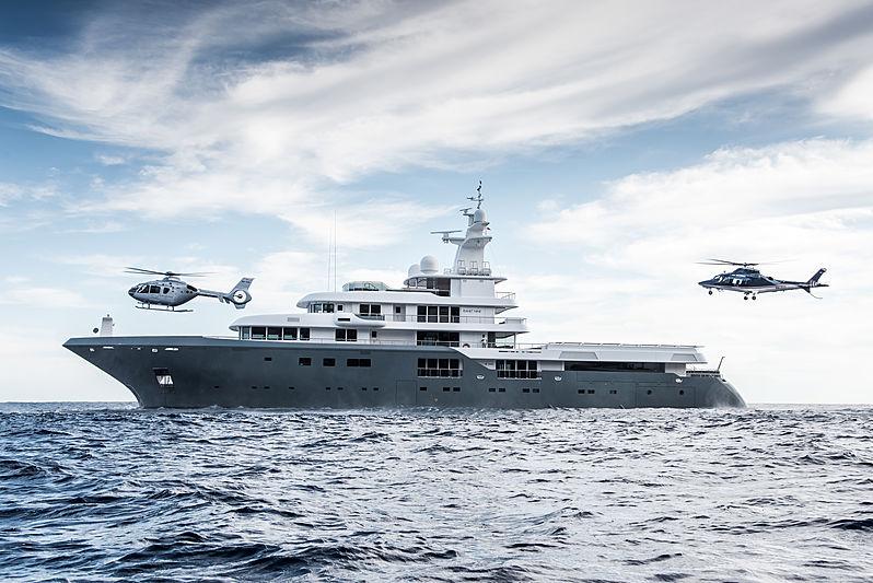 Yacht Planet Nine ancré