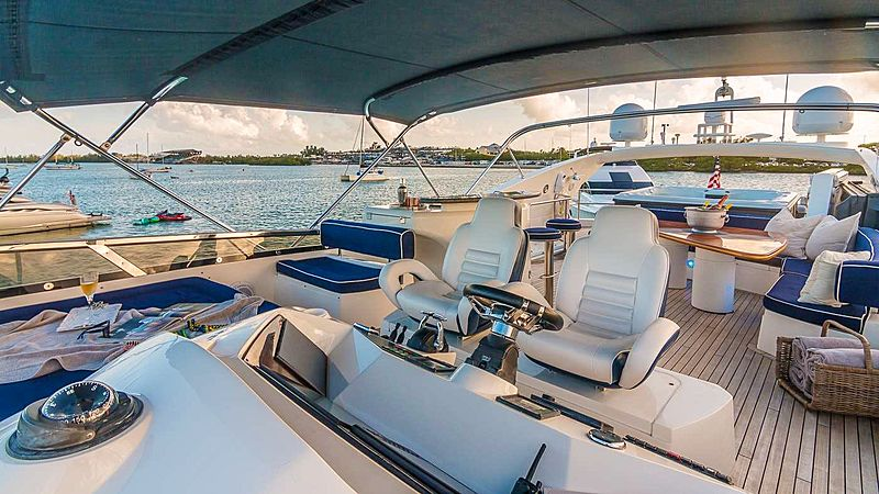 Top Gun yacht flybridge