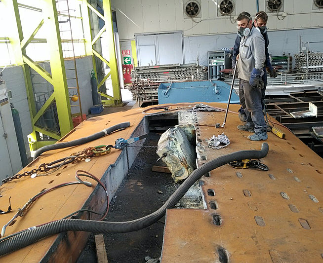 Refit of the keel of sailing yacht M5