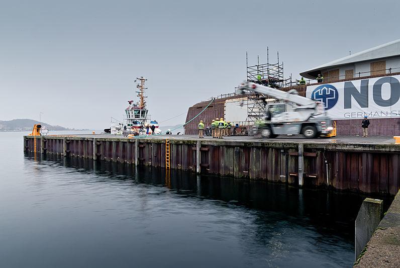 Black Shark yacht hull transport to Nobiskrug, Rendsberg