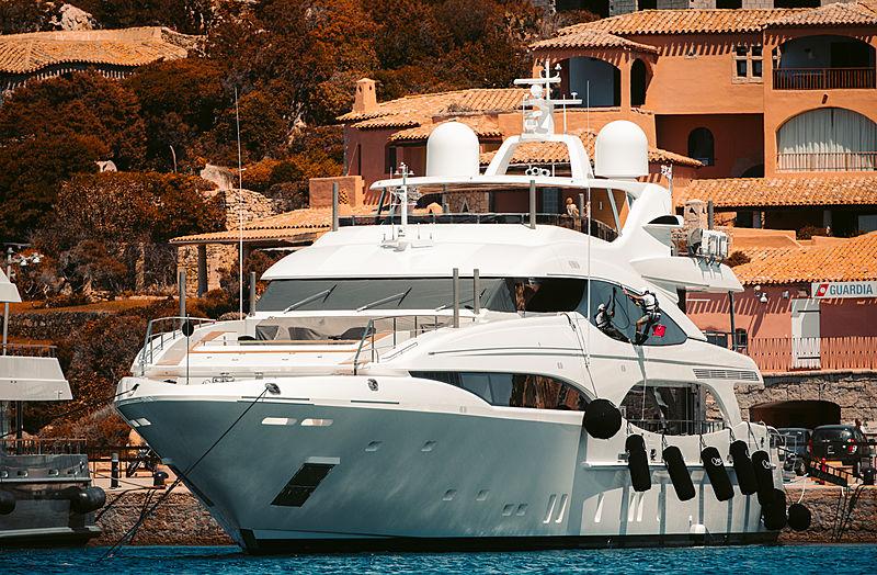 Q95 yacht Overmarine