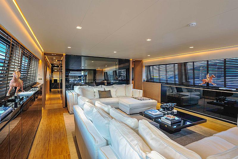 Bertona yacht saloon