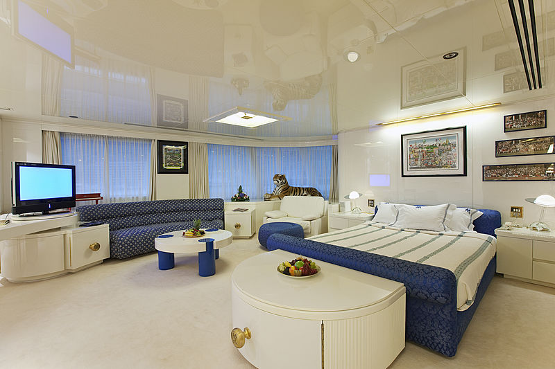 Lady Moura yacht stateroom
