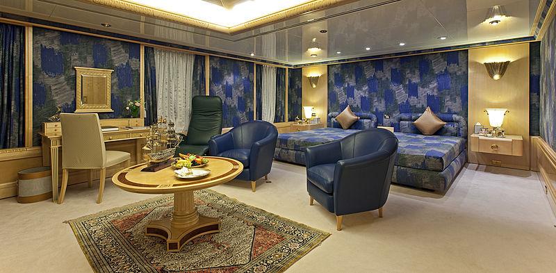 Lady Moura yacht twin cabin