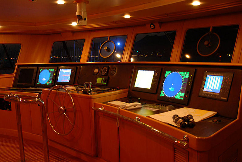 Garfield yacht wheelhouse