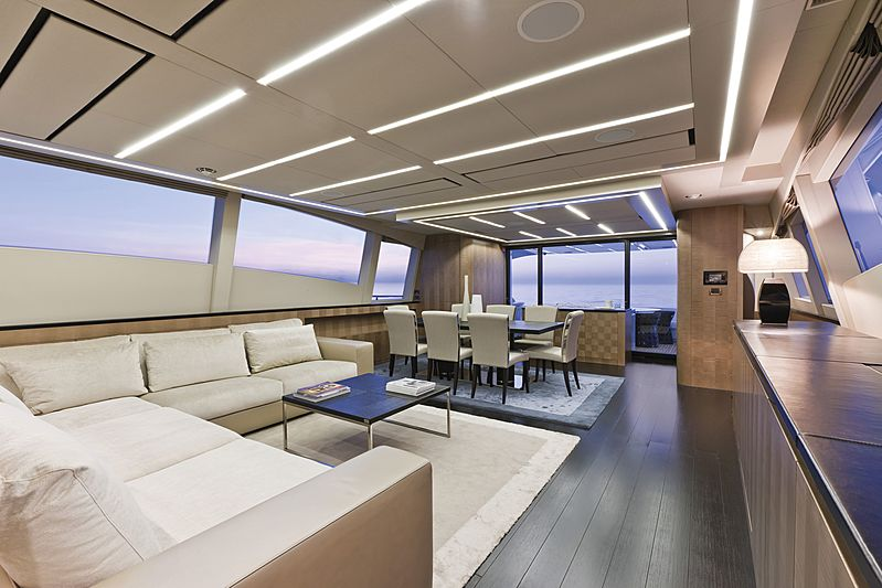 Le Caprice IV yacht saloon
