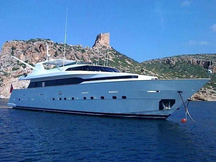 Kenayl yacht anchored