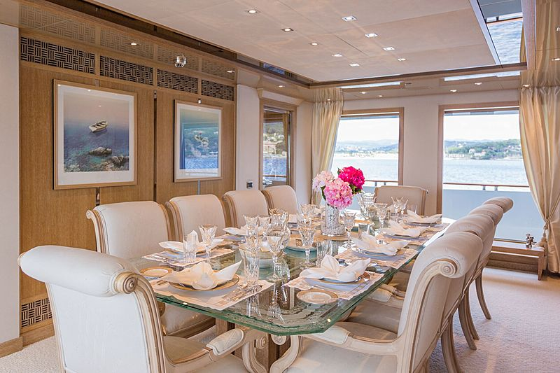 Sunrise yacht dining table