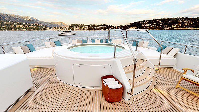 Space yacht jacuzzi