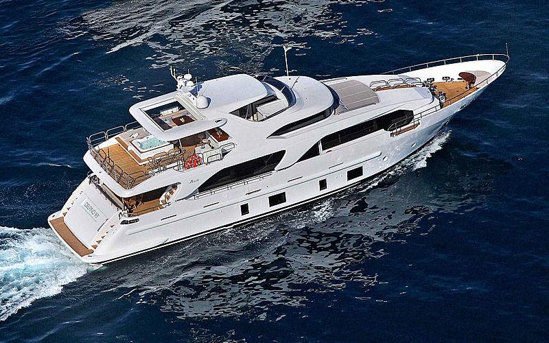 Novastar yacht cruising