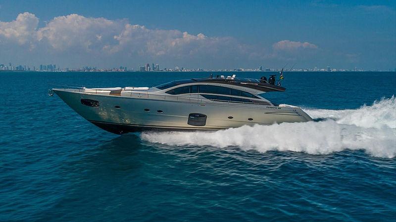 Groot yacht cruising