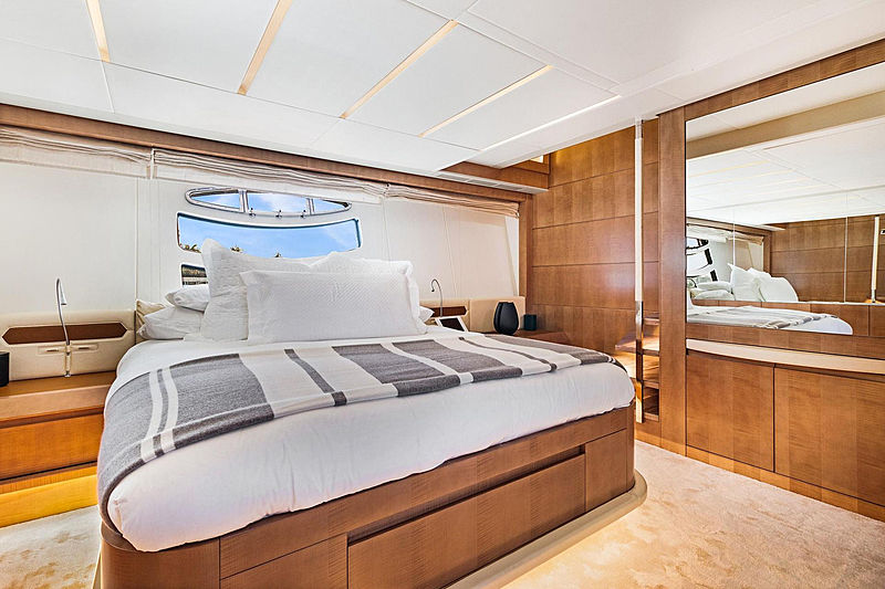 Groot yacht stateroom