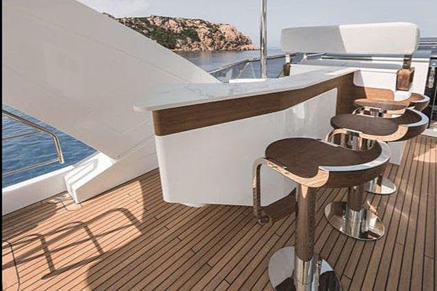 R.Darenben yacht flybridge