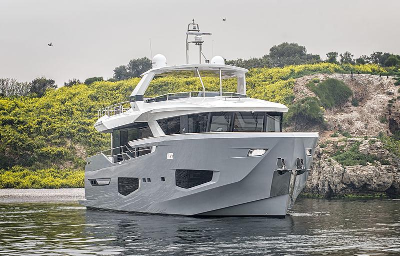 Gioia yacht cruising