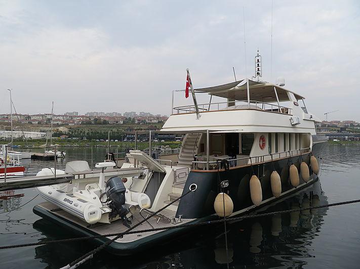 APRIL V yacht Miss Tor