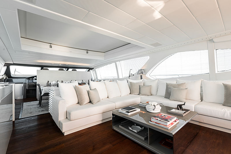 Beachouse yacht saloon