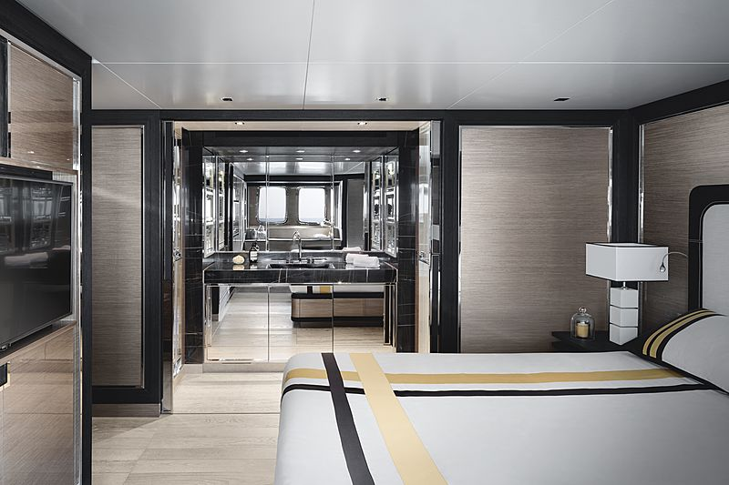 SanLorenzo SL96 Asymmetric interior