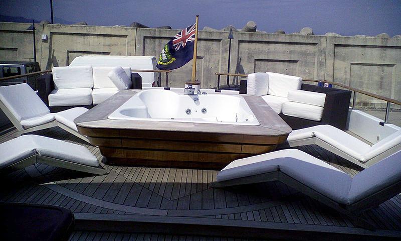 Giava yacht deck
