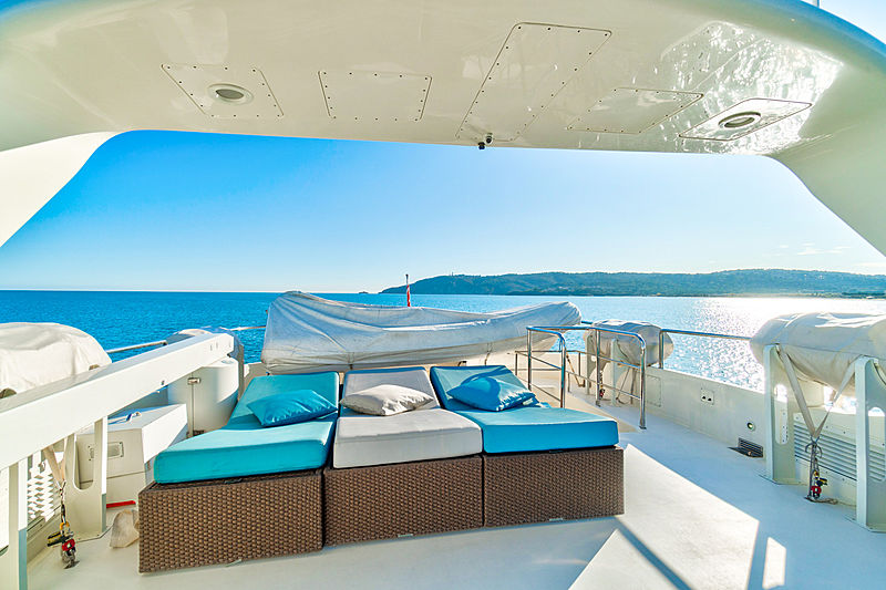 Luisamay yacht sundeck