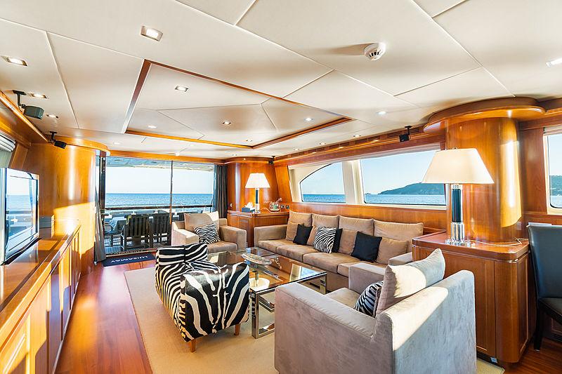 Luisamay yacht saloon