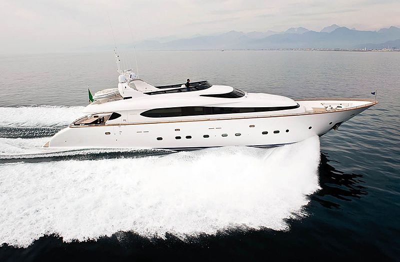 Sashay yacht running