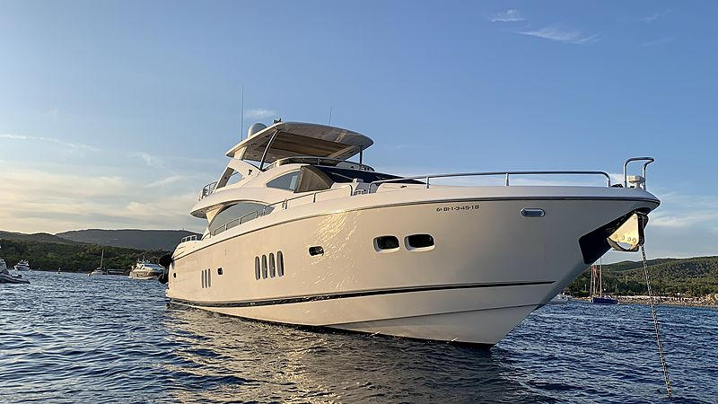 Li-Jor yacht bow