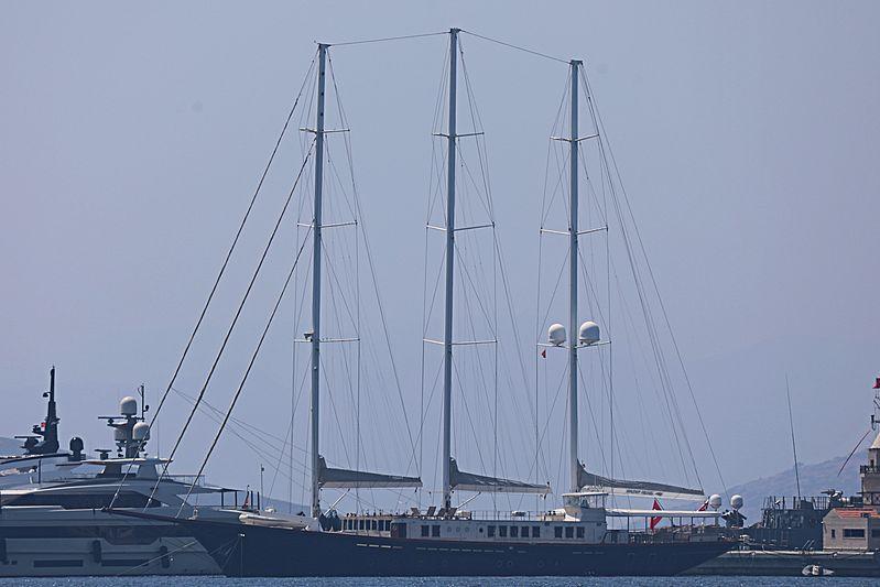 Hazar Yıldızı yacht in marina