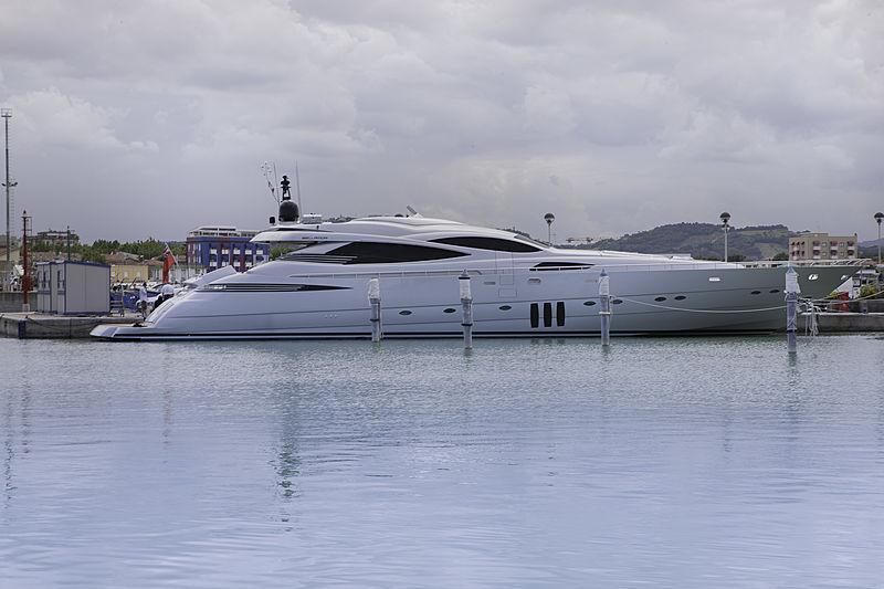 Bellamor yacht exterior