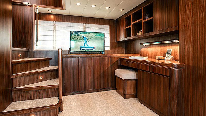 Dash yacht lounge
