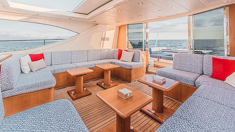 Dash yacht saloon
