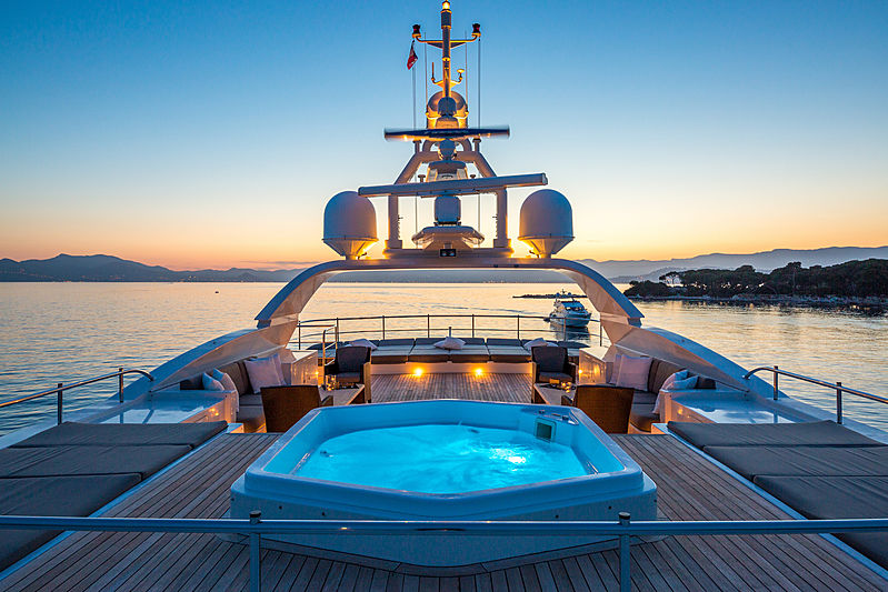 Ferdy yacht sundeck
