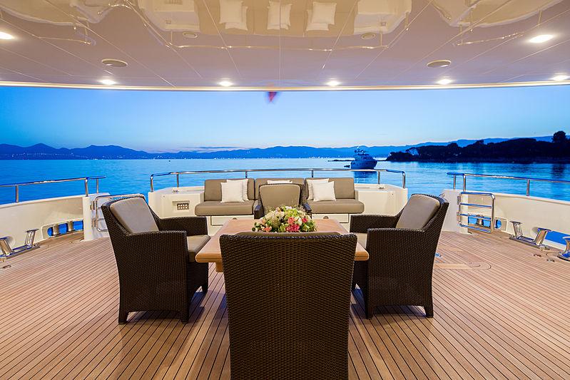 Ferdy yacht main aft deck