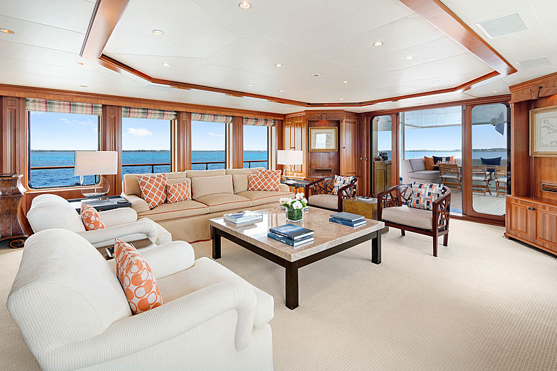 M4 yacht saloon