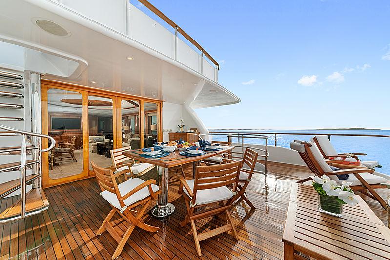 M4 yacht deck