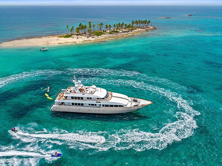 M4 yacht anchored