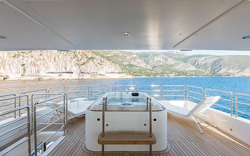 Altavita yacht sundeck