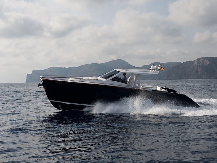 AUSTIN PARKER 44 IBIZA WA tender Austin Parker Yachts