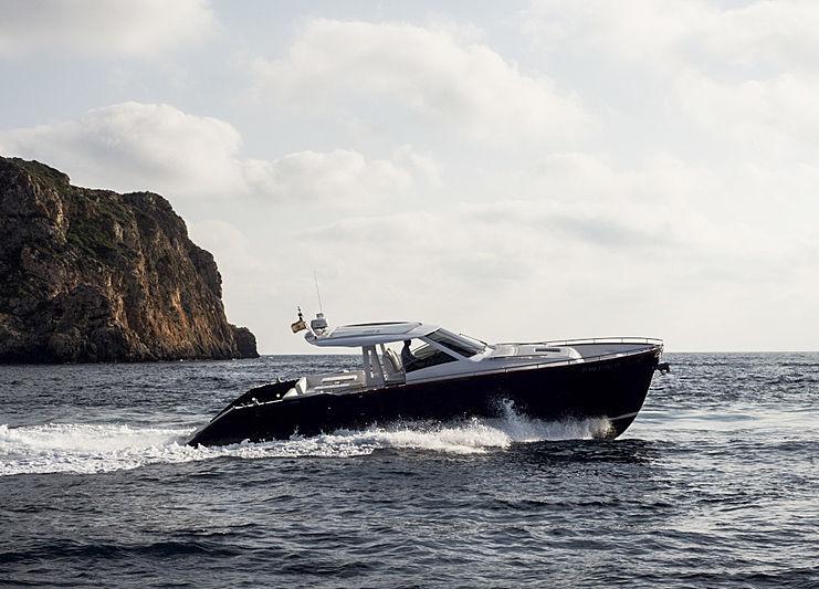 44 Ibiza Wa tender cruising