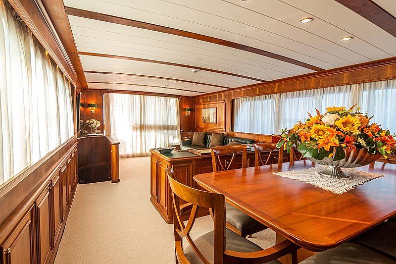 A & A yacht saloon