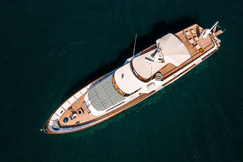 A & A yacht aerial