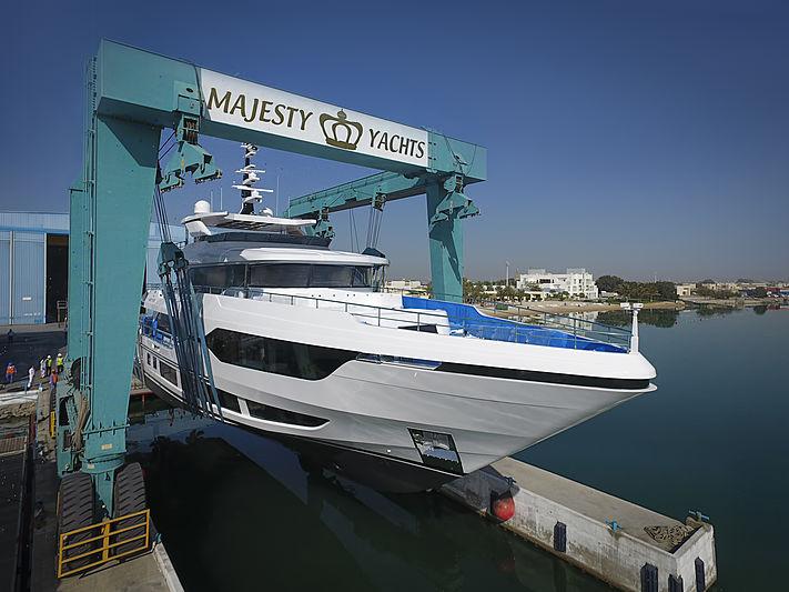 Majesty 120/01 yacht launch