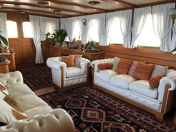 Lady May of Glandore yacht saloon
