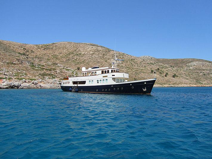 Lady May of Glandore yacht anchored
