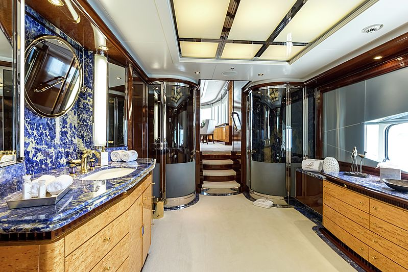 Lucky Lady yacht bathroom